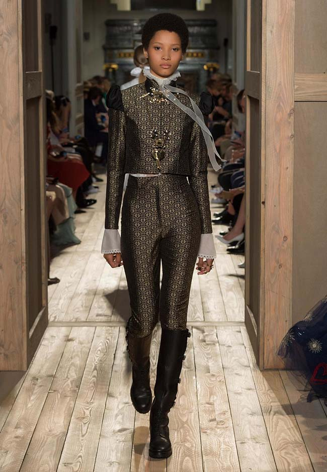 valentino-fall-winter-2016-couture-fashion-show-collection (13)-pants-boots-leather-grey-printed