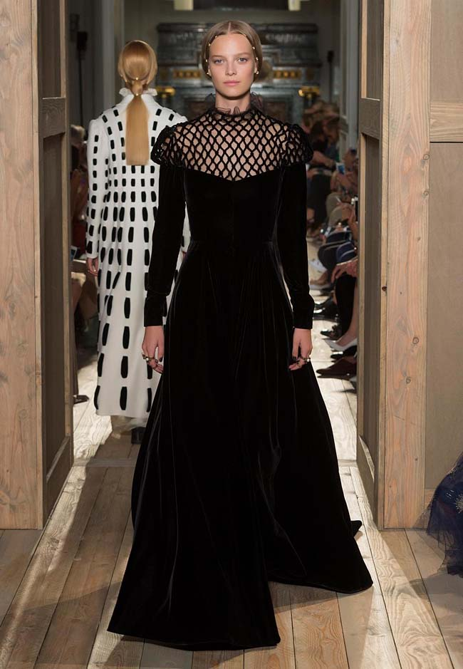 valentino-fall-winter-2016-couture-fashion-show-collection (27)-black-meshed-neck-long-gown