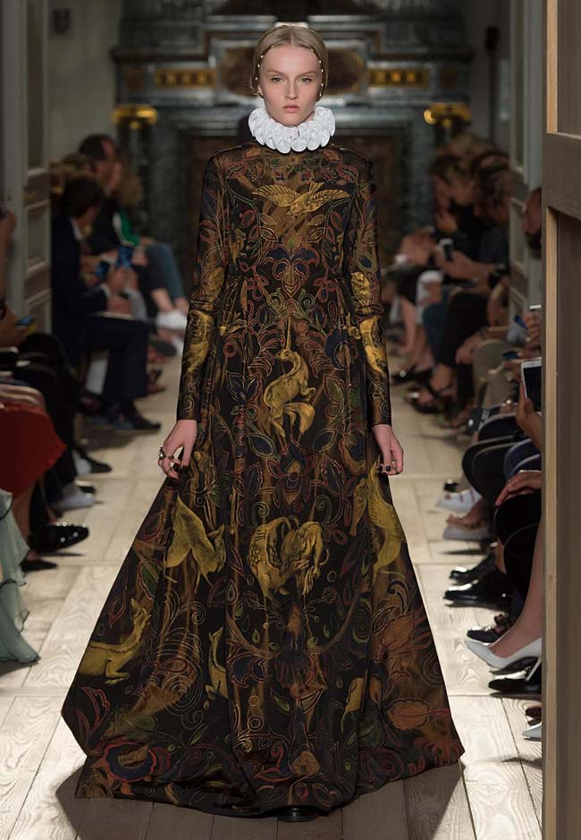 valentino-fall-winter-2016-couture-fashion-show-collection (28)-long-printed-bold-dress