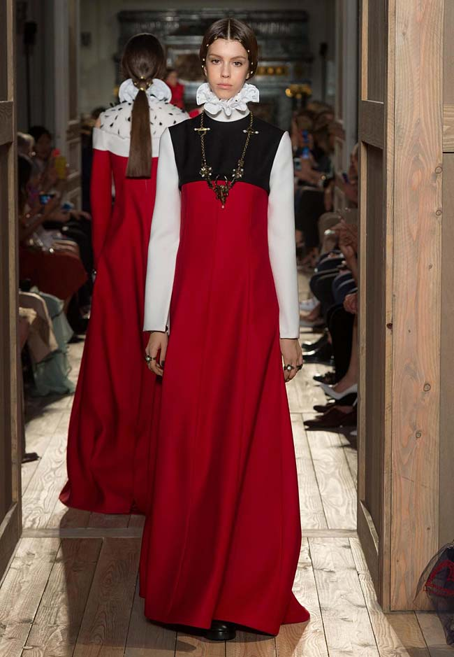 valentino-fall-winter-2016-couture-fashion-show-collection (3)-red-black-flowered-neck