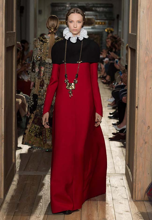 valentino-fall-winter-2016-couture-fashion-show-collection (41)-red-black-collared-white-ruffles