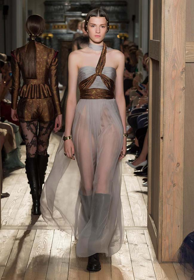 valentino-fall-winter-2016-couture-fashion-show-collection (44)-strapless-knot-neck-dresses