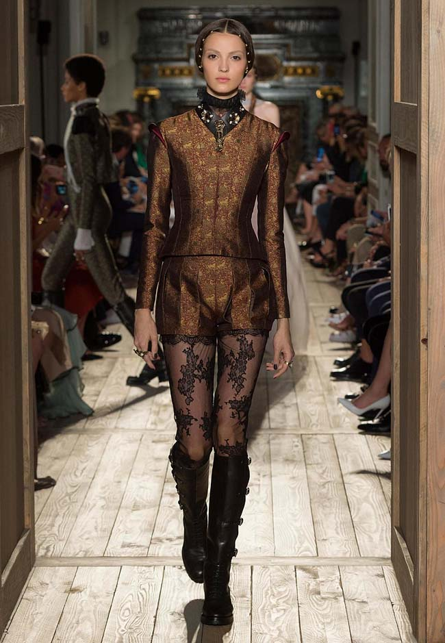 valentino-fall-winter-2016-couture-fashion-show-collection (49)-brown-shorts-black-neckline