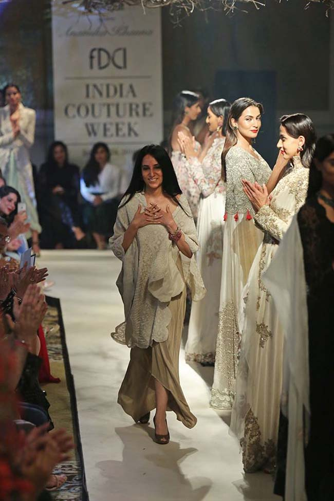 Anamika-Khanna-india-couture-week-2016-collection-dresses (6)-latest-designer-color-off-white-fashion-show