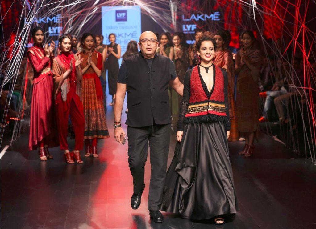 Kangana Ranaut-tarun-tahiliani-Lakme-Fashion-Week-Winter-Festive-2016-black-dress-showstopper