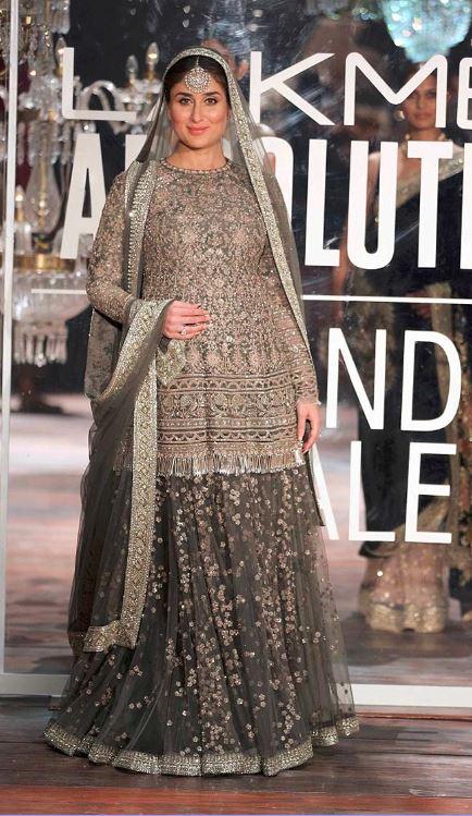 Kareena-Kapoor-sabyasachi-showstopper-Lakme-fashion-week-Grand-Finale-Winter-Festive-2016-dress