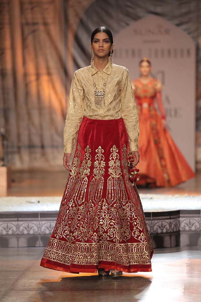Reynu Taandon-India-Couture-Week-2016-collection-cream-top-red-velvet-embroidery-skirt- (18)