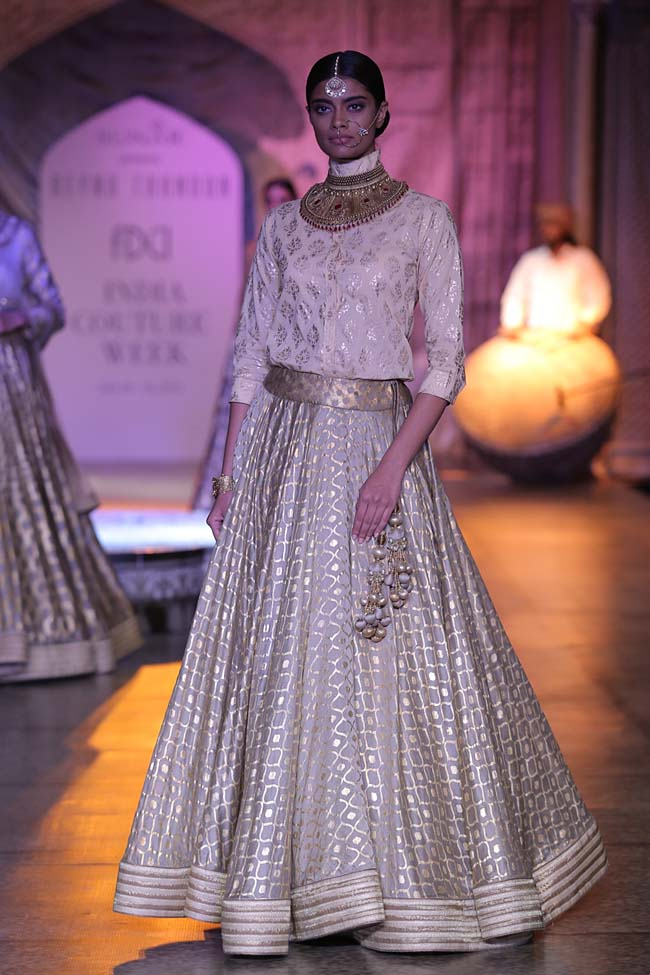 Reynu Taandon-India-Couture-Week-2016-collection-pink-print-top-cream-skirt (3)