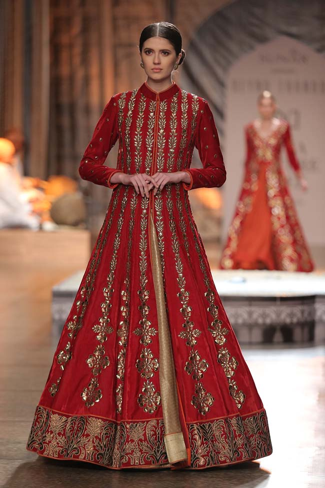 Reynu Taandon-India-Couture-Week-2016-collection-red-anarkali-slit-dress-cream-skirt (16)