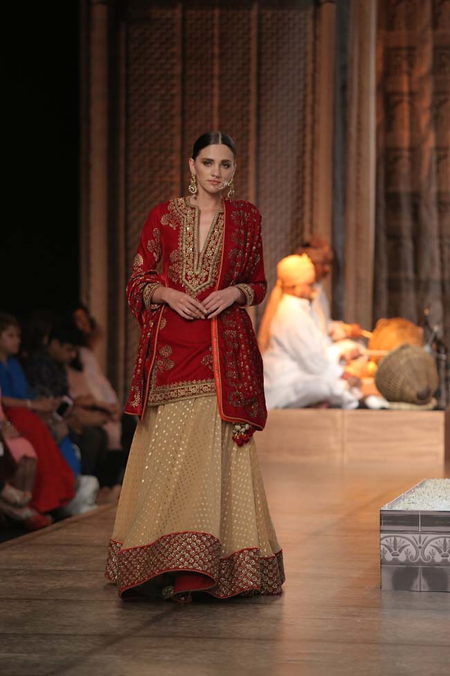 Reynu Taandon-India-Couture-Week-2016-collection-red-cream-sequin-indo-western-dupatta- (13)