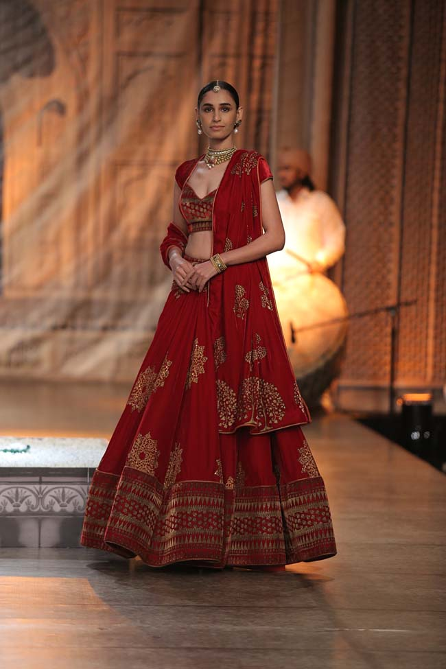 Reynu Taandon-India-Couture-Week-2016-collection-red-lehenga- (14)