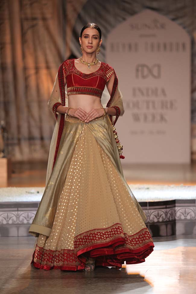 Reynu Taandon-India-Couture-Week-2016-collection-red-velvet-blouse-dotted-cream-lehenga-sheer-dupatta- (6)