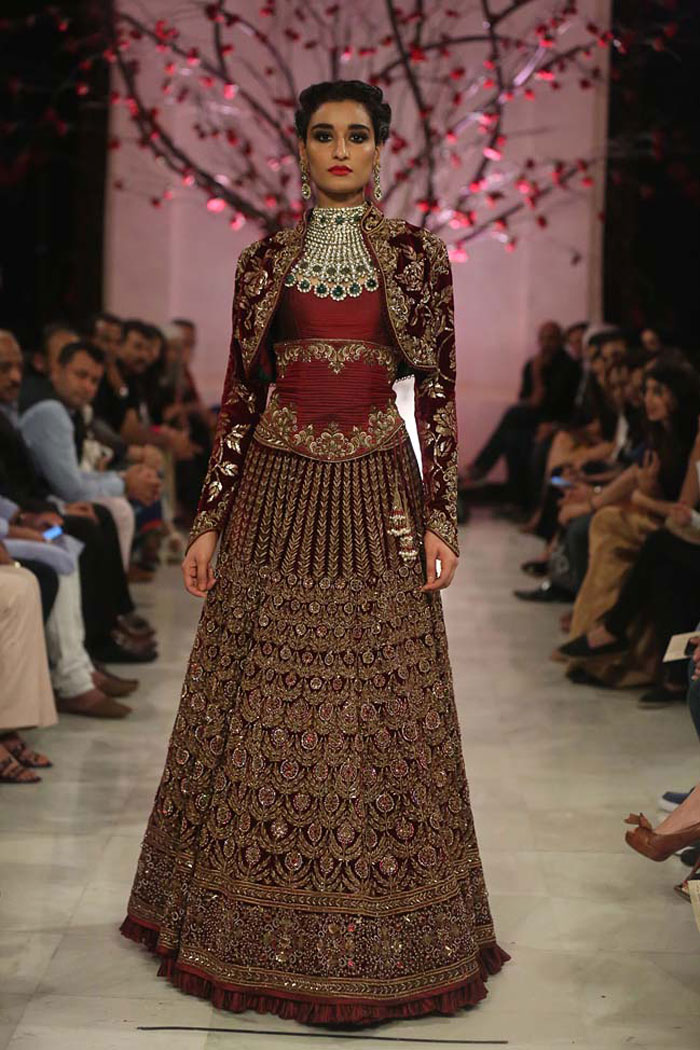 Rohit-Bal-India-Couture-Week-2016-collection-designer-dresses-red-lehenga-jacket