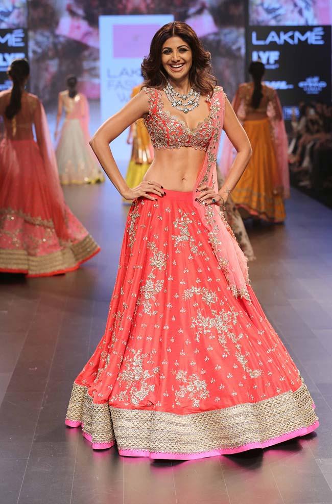 Shilpa-Shetty-Anushree-Reddy-showstopper-lakme-fashion-week-LFW-winter-festive-2016-bollywood-celebrity-actress