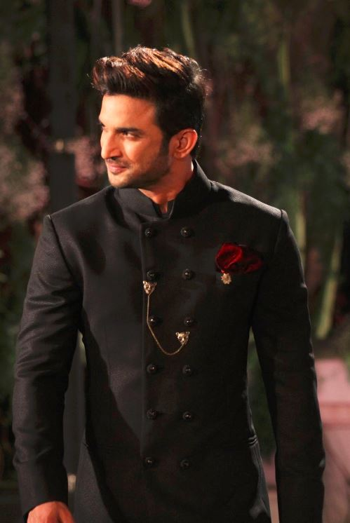 Sushant-Singh-Rajput-manish-malhotra-showstopper-lakme-fashion-week-LFW-...