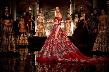 deepika-padukone-manish-malhotra-couture-collection-icw-2016-red-lehenga