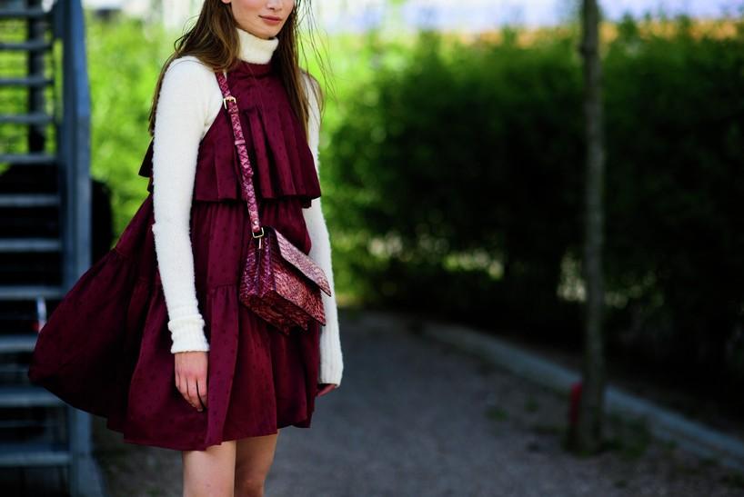 fashion-street-style-best-copenhagen-fashion-week-street-style-sweat-round-neck-tshirt-burgundy-dree-burgundy-bag-spring-summer-2016