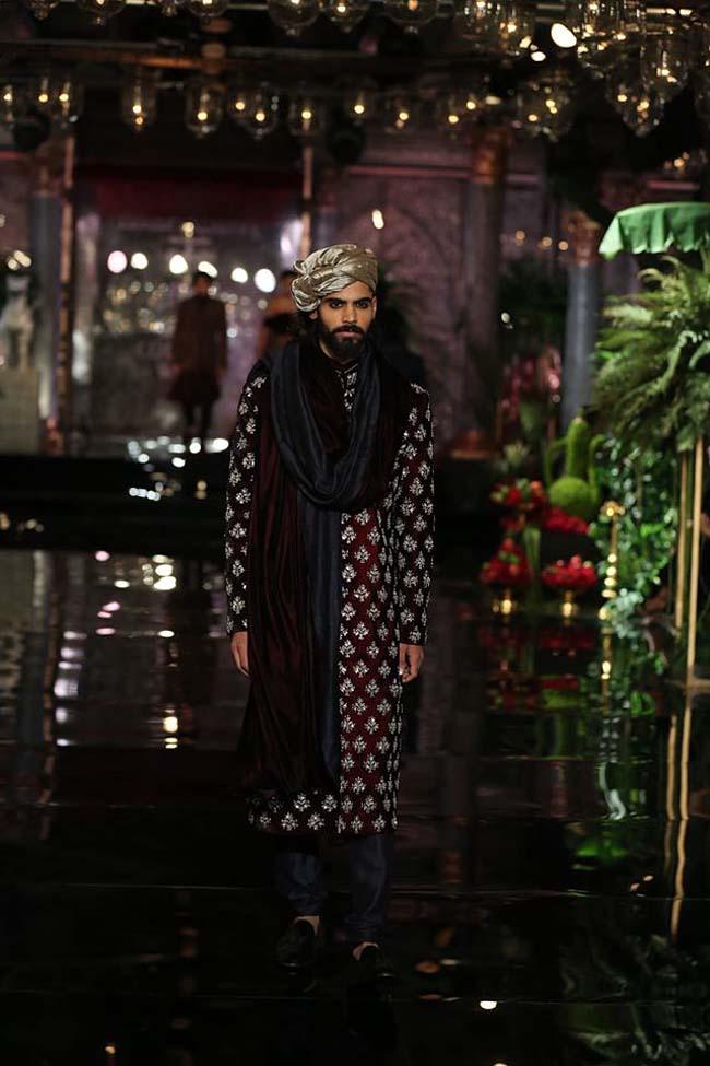 manish-malhotra-couture-collection-2016 (2)-mens-wedding-sherwani-black