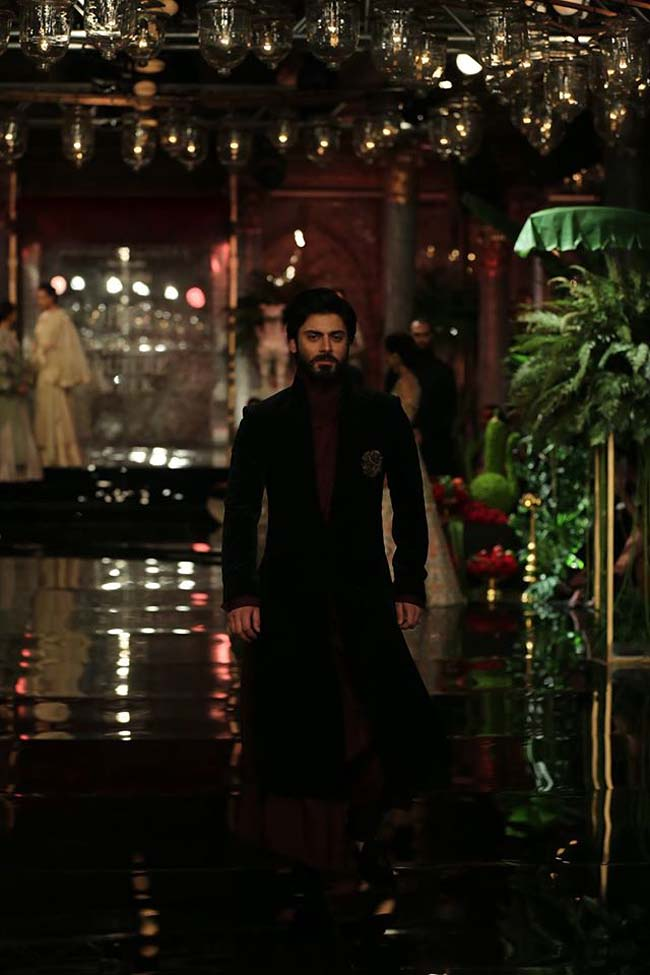 manish-malhotra-couture-collection-2016 (3)-chocolate-brown-velvet-sherwani