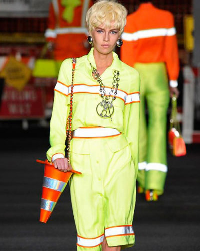 moschino-ss16-traffic-theme-handbag-runway-fashion-show-trendy-bags