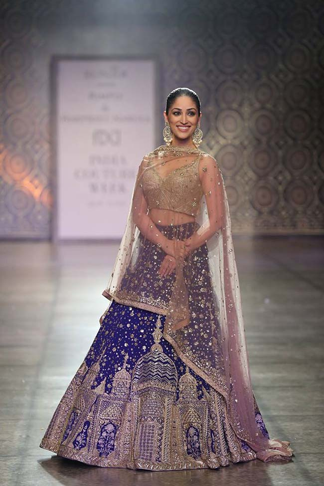 rimple-harpreet-narula-couture-winter-2016-collection-dark-blue-and-cream-lehenga-bling-worked-sheer-dupatta (3)