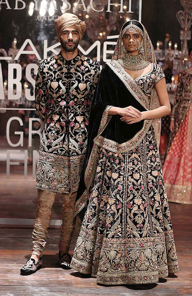 sabyasachi-black-bridal-lehenga-sherwani-dresses-Lakme-fashion-week-Winter-Festive-2016