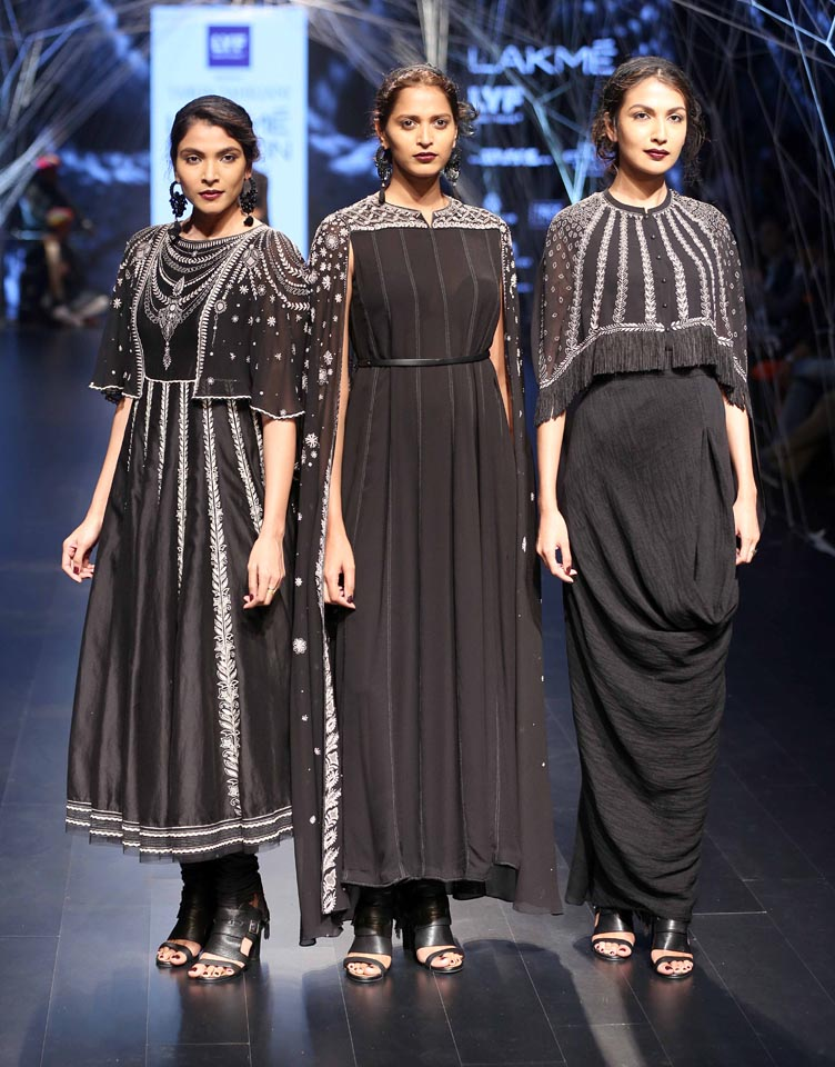 tarun-tahiliani-Lakme-Fashion-Week-Winter-Festive-2016-dresses-black-suit