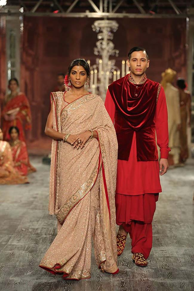 tarun-tahiliani-couture-collection-icw-2016-dresses (1)-pink-saree