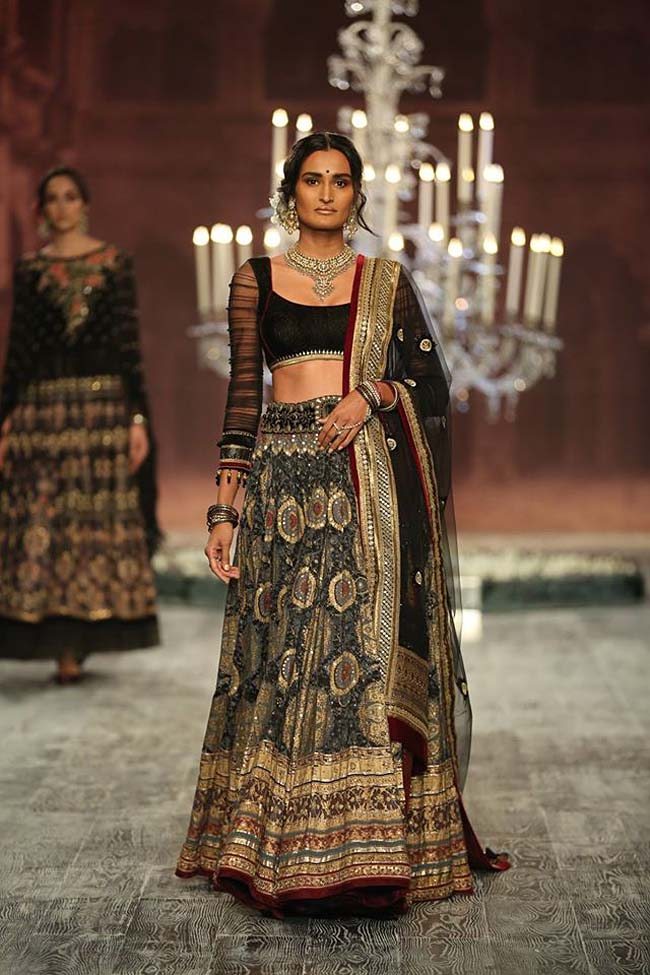 tarun-tahiliani-couture-collection-icw-2016-dresses (12)-black-indian-wedding-lehenga