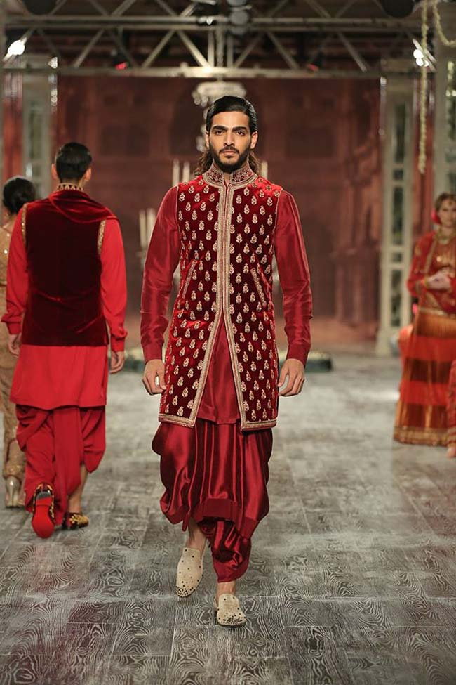 tarun-tahiliani-couture-collection-icw-2016-dresses (16)-maroon-jacket-sherwani