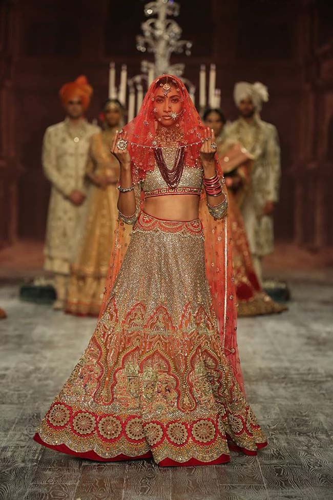 tarun-tahiliani-couture-collection-icw-2016-dresses (18)-red-latest-designer-bridal-lehenga