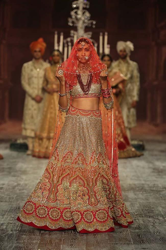 tarun-tahiliani-couture-collection-icw-2016-dresses (18)-red-latest-designer-bridal-lehenga