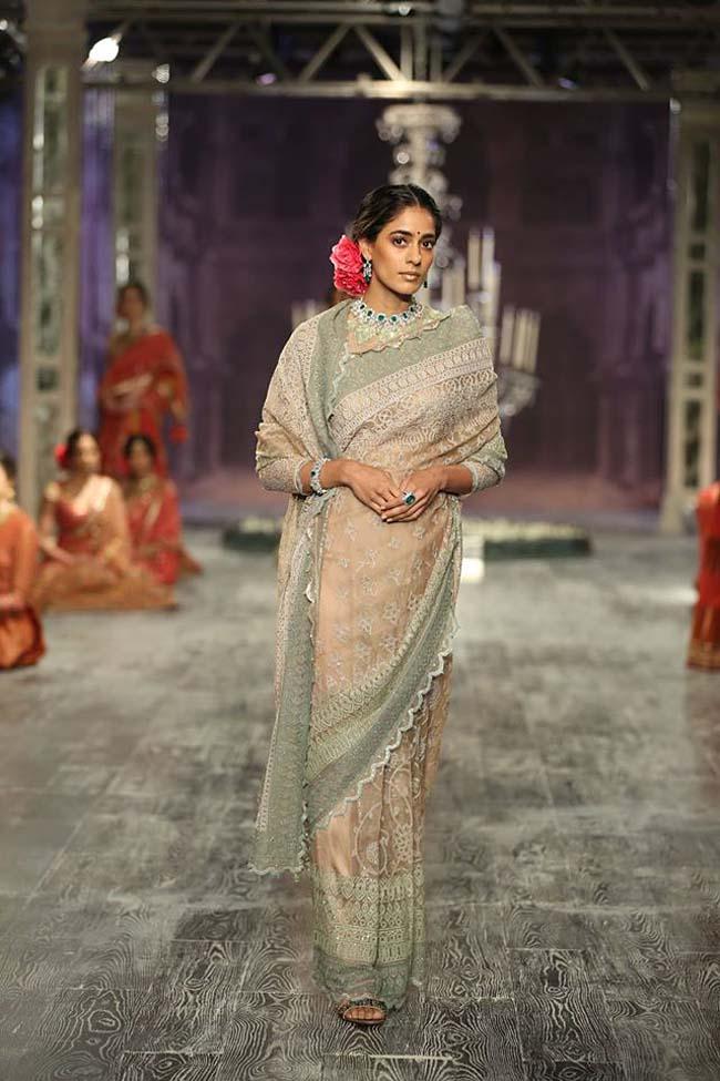 tarun-tahiliani-couture-collection-icw-2016-dresses (4)-grey-designer-saree
