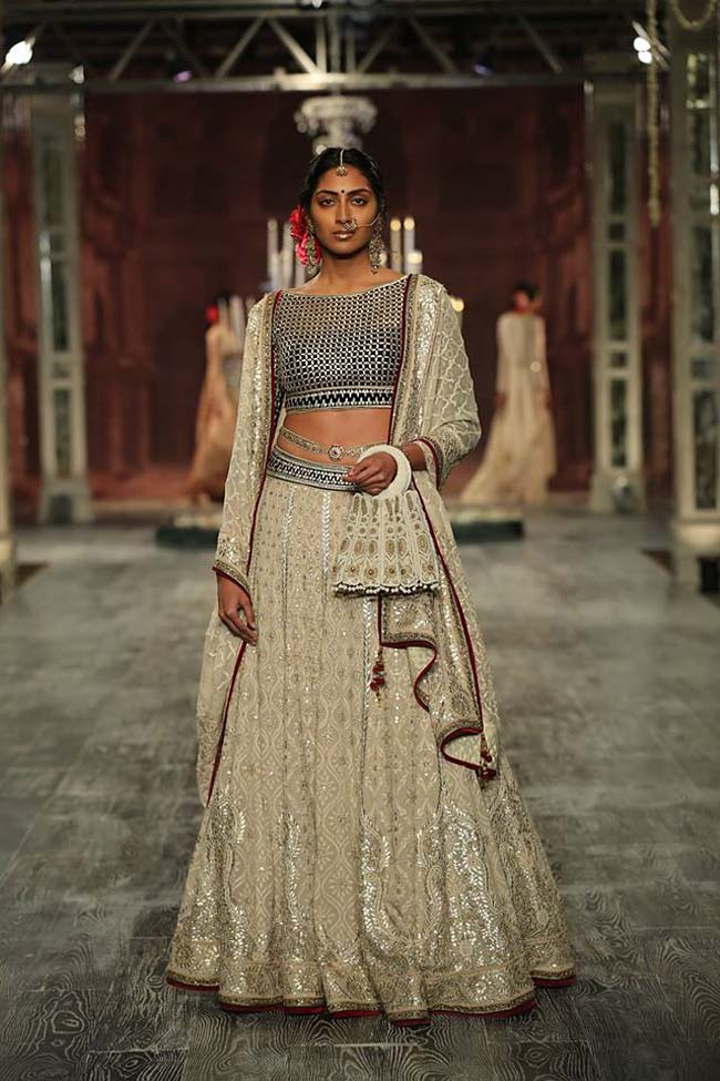 tarun-tahiliani-couture-collection-icw-2016-dresses (6)-grey-silver-lehenga