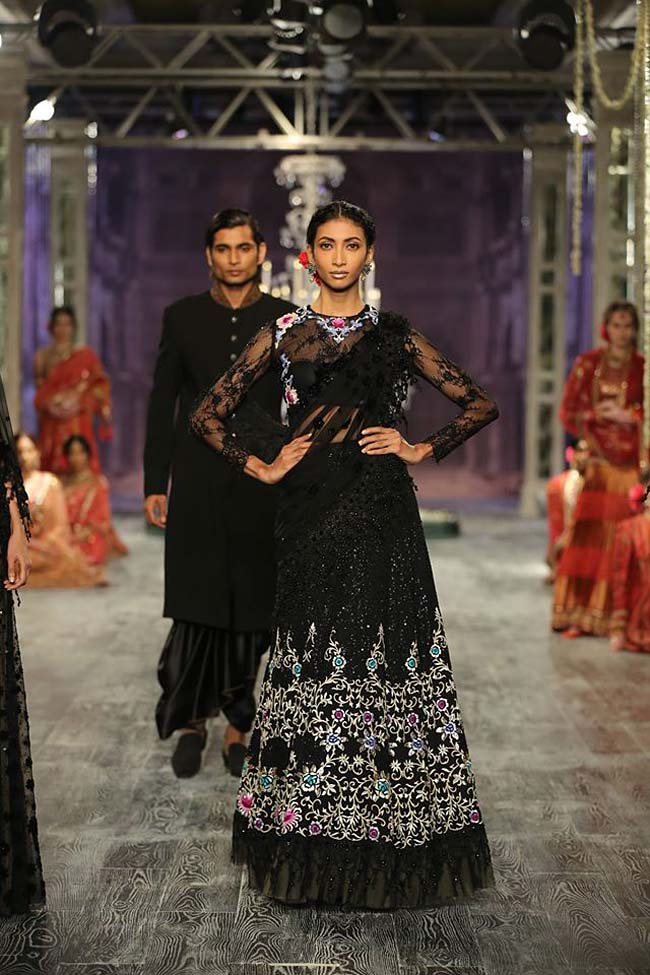 tarun-tahiliani-couture-collection-icw-2016-dresses (7)-black-saree-gown-embroidered