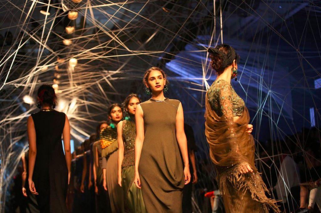 tarun-tahiliani-lakme-fashion-week-winter-festive-2016-collection-models