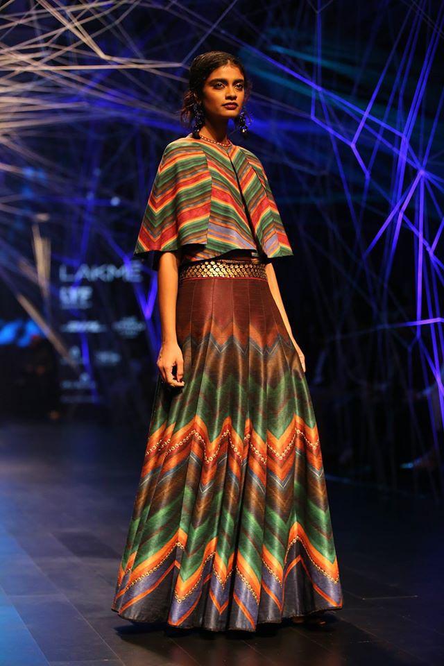 tarun-tahiliani-lakme-fashion-week-winter-festive-2016-collection-print-dress-poncho