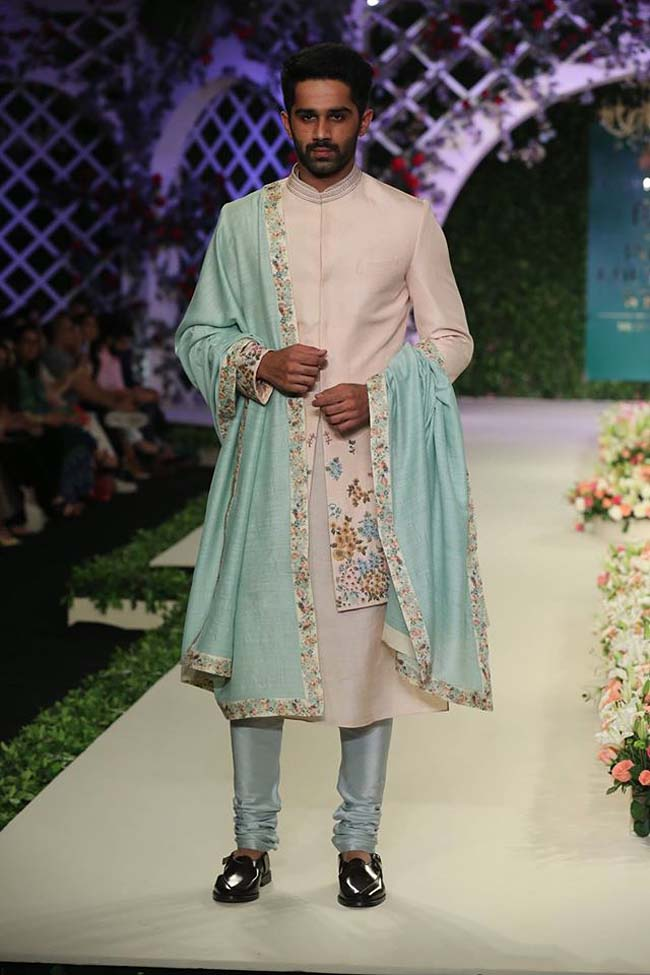 varun-bahl-India-Couture-Week-2016-collection-cream-sherwani-floral-bordered (16)