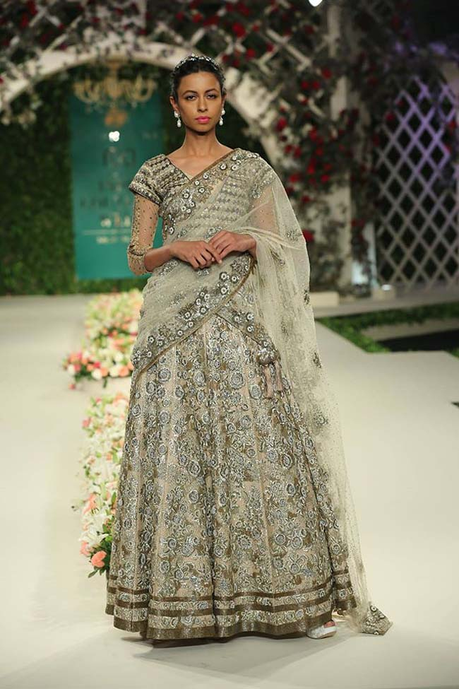 varun-bahl-India-Couture-Week-2016-collection-grey-embroidery-lehenga-dupatta-draped (7)