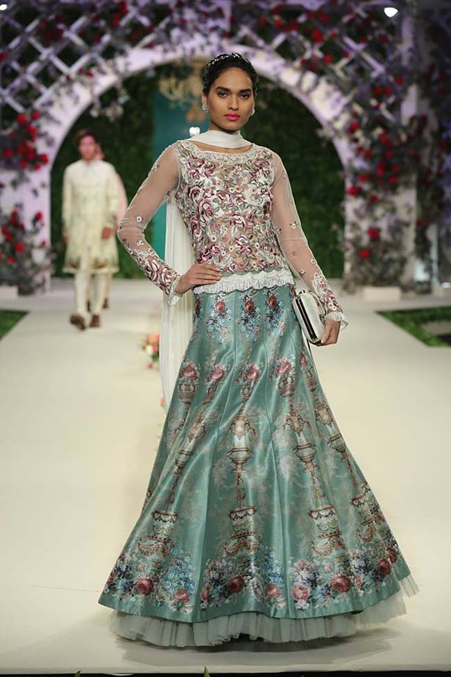varun-bahl-India-Couture-Week-2016-collection-sheer-sleeves-embroidered-print-raw-silk-lehenga (15)