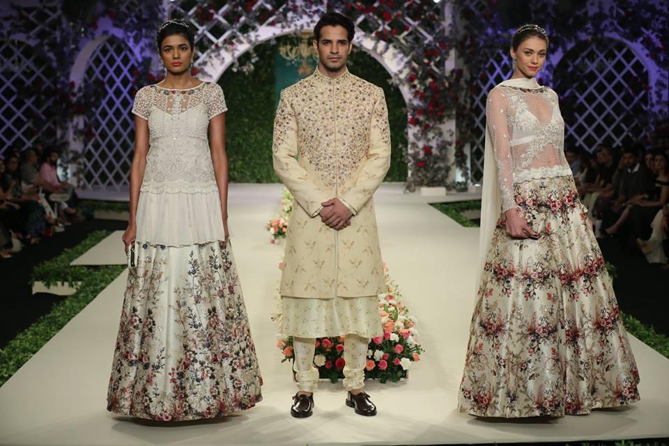 varun-bahl-India-Couture-Week-2016-designer-collection-floral-lehenga-cream-embroidery-sherwani