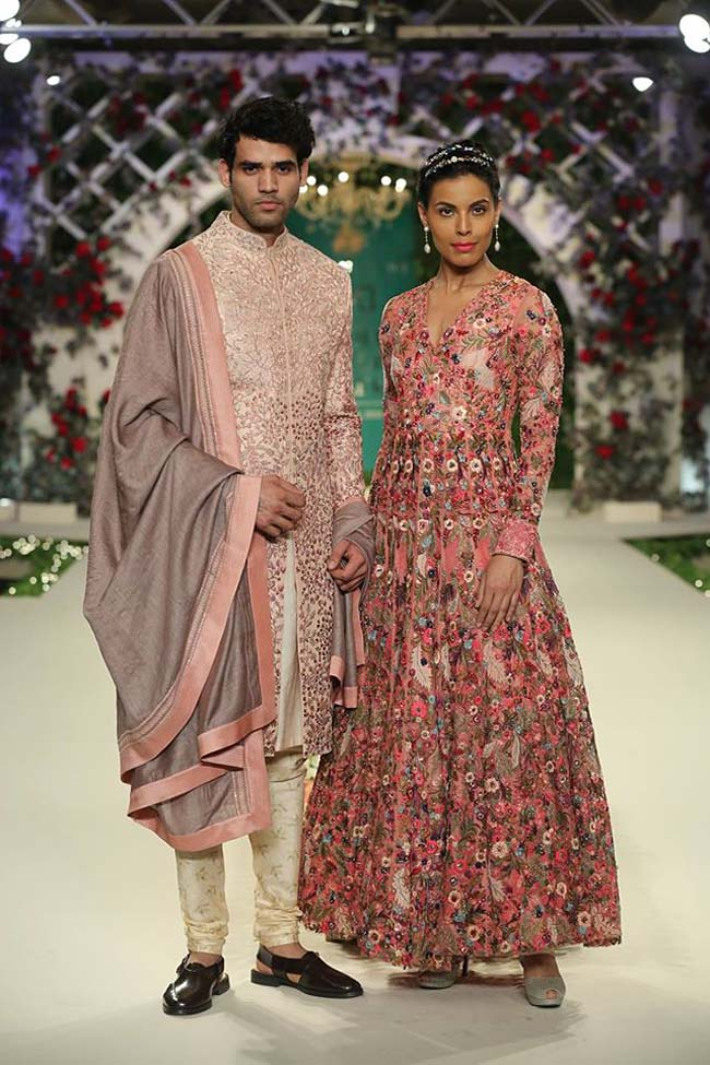 varun-bahl-India-Couture-Week-2016-designer-collection-pink-embroidery-sherwani-long-gown (14)