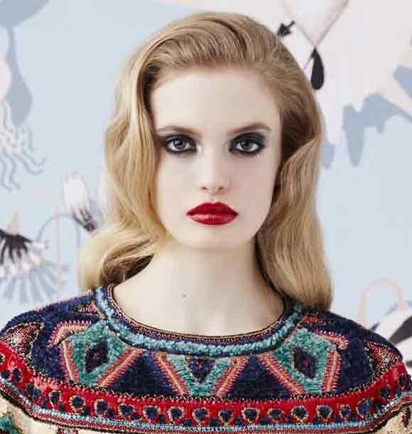 best-makeup-trend-fw16-red-lipstick-bold-color-schiaparelli-fall-2016.jpg