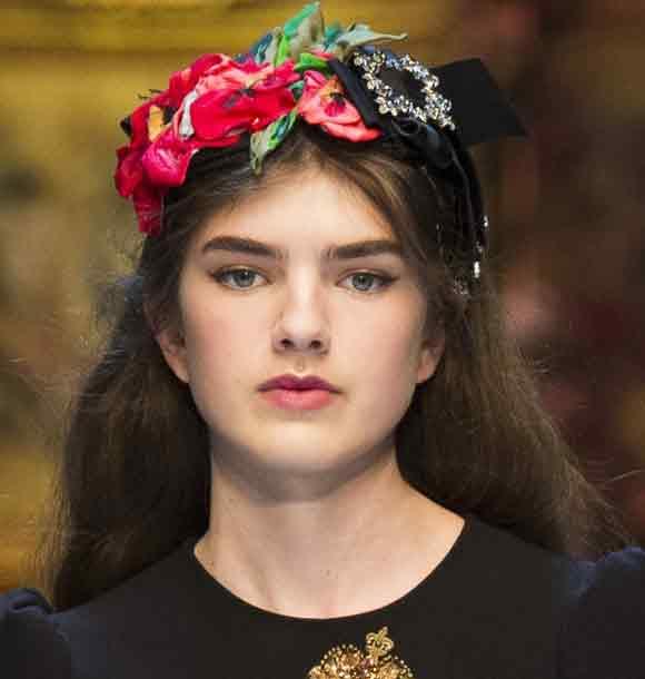best-makeup-trends-dolce-gabbana-berry-lips-lipstick-fall-2016