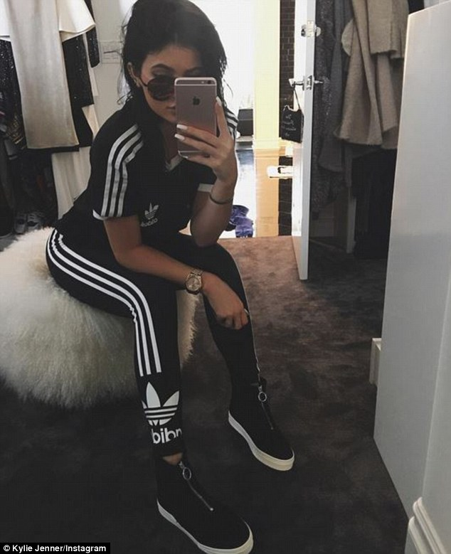 co-ord-outfits-athleisure-shoes-trends-kylie-jenner