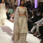 designer-anamika-khanna-india-bridal-couture-collection-icw-2016-cholli-embroidered