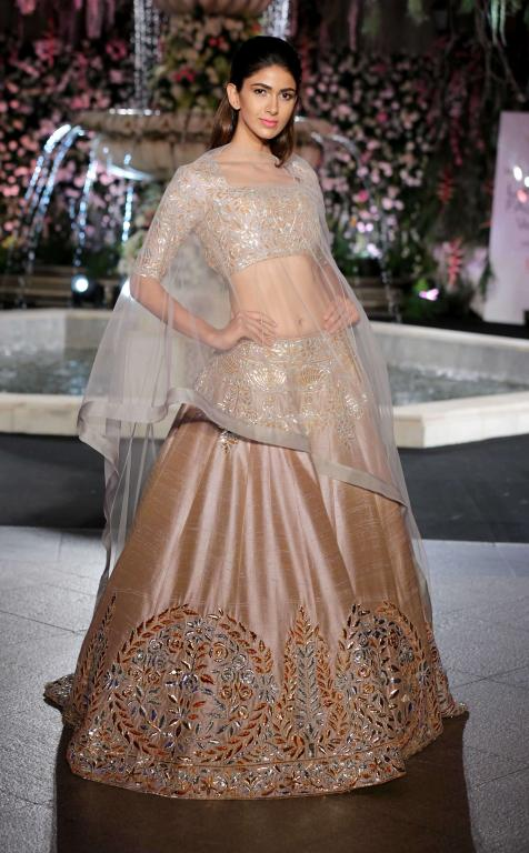 designer-manish-malhotra-poncho-sheer-top-gota-work-lehenga-bridal-couture-week-2016