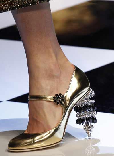 embellished-heel-dolce-gabbana-shoe-trends-fall-winter-2016-gold-pumps-novelty