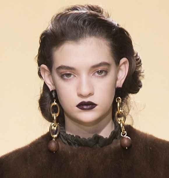 latest-beauty-trend-black-lipstick-fall-makeup-looks-2016-marni