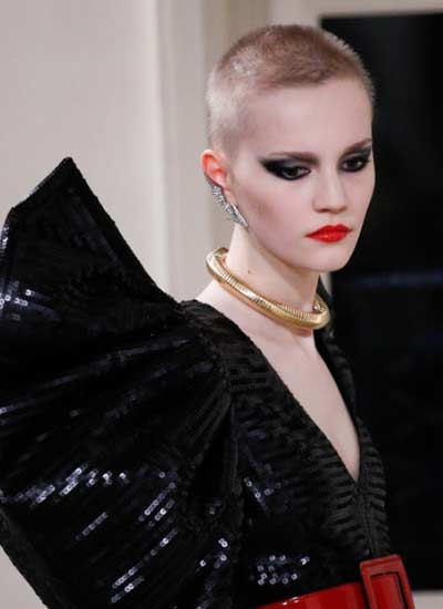 latest-black-eyeshadow-ideas-smokey-fall-2016-saint-laurent-couture